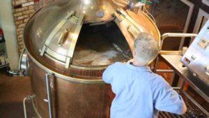 采用啤酒花酿造——苦味型和芳香型啤酒花的区别